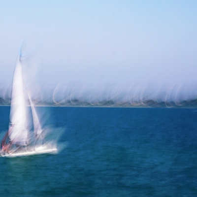 Le petit bateau blanc. Format 40/40 cm. Tirage unique DISPONIBLE