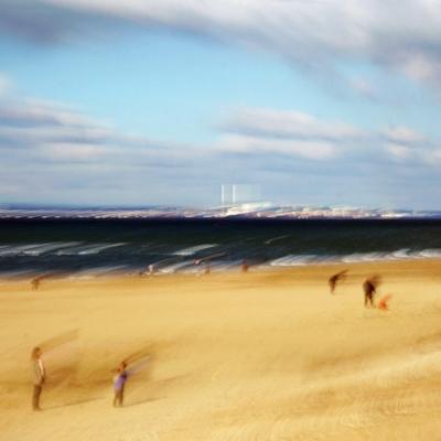 Trouville. Le Havre vu de la plage (2). Tirage unique.