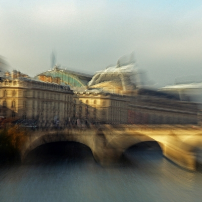 Paris. Pont royal et musée d'Orsay en arrière plan.